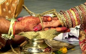 indian_marriage_holding_hands
